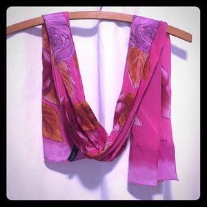 💐Ellen Tracy Fuchsia Floral print Silk  scarf 🌺